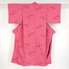 Pink, silk komon kimono / 一見絞り風の織りで古典柄を施した小紋 http://www.rakuten.co.jp/aiyama #Kimono #Japan #aiyamamotoya