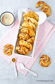 Kanelbullar - Schwedische Zimtschnecken Best Cinnamon Rolls, Baking And Pastry, Group Meals, International Recipes, Creative Food, Us Foods, Easy Peasy, Soul Food, Bon Appetit