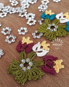 Multi Wish Area 50 Scrumptious Bunte Blumenperlen Gehäkeltes Handarbeitsmodell Beginner Crochet Projects, Crochet For Beginners, Crochet Bedspread, Piercings, Bargello, Crochet Lace, Bunt, Spring, Hello Kitty