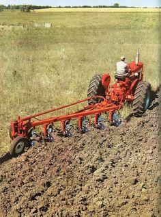 No bad for a Farmall Case Tractors, Farmall Tractors, Old Tractors, Antique Tractors, Vintage Tractors, Vintage Farm, Triumph Motorcycles, International Tractors, International Harvester