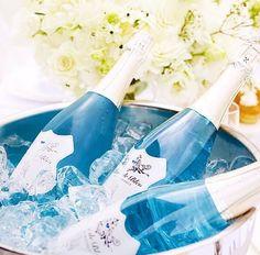 Depois do vinho azul criado pelos espanhóis chegou a vez dos norte-americanos inovarem: está sendo lançado no Brasil, a partir de Brasília, o espumante Blanc de Bleu Cuvée Mousseux Brut. Trata-se do primeiro espumante de cor azul do mundo e apresenta aromas e sabores que lembram mirtilo e maçã verde.