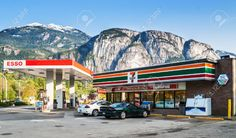 25385955-7-Eleven-store-and-Esso-gas-station-on-Cleveland-Avenue-7-Eleven-largest-operator-franchisor-and-lic-Stock-Photo.jpg (1300×765)