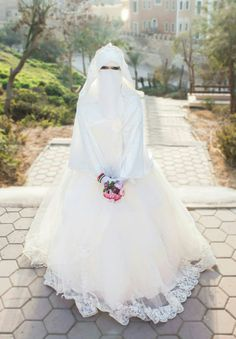 Muslimah Wedding Dress, Muslim Wedding Dresses, Muslim Brides, Pakistani Bridal Dresses, Muslim Couples, Beautiful Hijab, Beautiful Bride, Arab Bride, Niqab Fashion