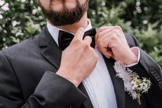 Ein Hochzeits Styled Shoot ganz im Stil von «The Great Gatsby The Great Gatsby, Rings For Men, Instagram, Style, Newlyweds, Marriage Anniversary, Flowers, Swag, Men Rings