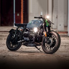 Only a builder from Sicily would fit a tank riddled with real bullet holes. Looks like Svako Motorcycles have a sense of humor.