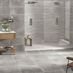 Mooie moderne betonlook tegels voor de badkamer, moderne grijze grote tegels.