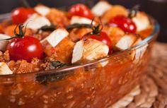 Hát nem az a tipikus kánikulára való fogás (már ami a tűzhely mellett töltendő időt illeti), de szerintem melegben is kell rendeseket enni, és valójában egy mediterrán ételről van szó. A gnocchi batáta helyett készülhet főzőburgonyából is!        ... Bologna, Potato Salad, Potatoes, Keto, Ethnic Recipes, Food, Eten, Potato, Meals