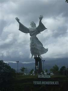 Manado - tallest Jesus statue in the world. Savior, Jesus Christ, Jesus Pictures, Manado, Christian Faith, Monuments, Trip Planning, Statues, Travelling