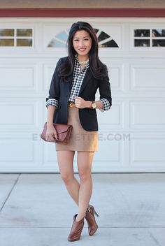 Very cute & classy outfit to go with high-heel ankle boots :)