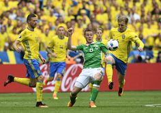 Ireland's midfielder James McCarthy (C) vies for the ball with Sweden's forward Marcus Berg (L) and Sweden's midfielder Emil Forsberg during the Euro 2016 group E football match between Ireland and Sweden at the Stade de France stadium in Saint-Denis on June 13, 2016. / AFP / MIGUEL MEDINA
