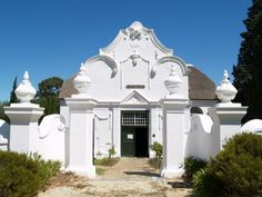 De Oude Kerk, Church Street, Tulbagh. Spanish Architecture, Colonial Architecture, School Architecture, Architecture Details, Cape Dutch, Dutch House, Dutch Colonial, Entrance Gates, Facade House