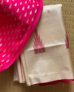 **Booked** ⚜️MaduraiPattu⚜️ Cream Body with Hot Pink Pallu. Clubbed with One meter Hot Pink Shaded Brocade blouse fabric. DM for Enquiry! Cotton Saree Designs, Pattu Saree Blouse Designs, Saree Blouse Patterns, Silk Cotton Sarees, South Indian Sarees, Silk Saree Kanchipuram, Tussar Silk Saree, Saree Color Combinations, Baguette