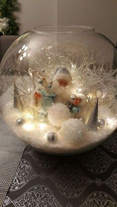 Here are the best DIY Christmas Centerpieces ideas perfect for your Christmas & holiday season home decor. From Christmas Vignettes to Table Centerpieces. Simple Christmas, Christmas Holidays, Christmas Wreaths, Christmas Ornaments, Magical Christmas, Christmas Scenes, Advent Wreaths, Natural Christmas, Coastal Christmas