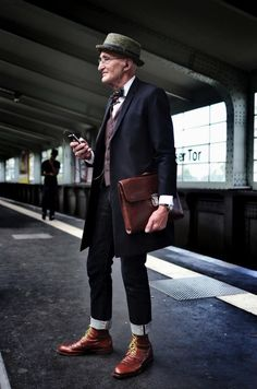 Günther Anton Krabbenhöft from Berlin is definitely more Stylish than the Majority of us. l #grandpa #hipster #streetstyle