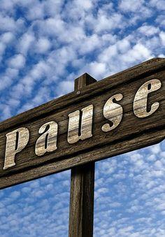 ...Es lohnt sich also regelmäßige Pausen in seinen Arbeitsalltag zu integrieren. Allerdings solltest Du sie machen, bevor Du merkst, dass Du unkonzentriert bist und sich die Fehler häufen. Je länger Du die Pause aufschiebst, umso weniger Entspannung bringt sie Dir...  Artikel: http://www.restdrink.de/entspannungstipps/pausenschema-bergsteiger-chirurgen/ #Pause #Entspannung #Leben #worklifebalance