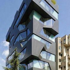 Apartman 18.  Aytac Architecture. Este é um edifício residencial de luxo de dez pavimentos, em Erenkoy, Istambul. Mais detalhes em https://www.instagram.com/estudio.forma/...