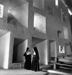 Atelier Robert Doisneau | Galeries virtuelles des photographies de Doisneau - Architectes Ronchamp, 1955 by Robert Doisneau