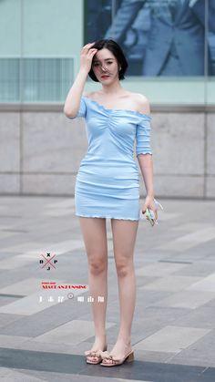 Beautiful Asian Women, Beautiful Legs, Plus Size Costume, Girls In Mini Skirts, Cute Japanese Girl, Skinny Girls, Sexy Asian Girls, Colorful Fashion, Asian Woman