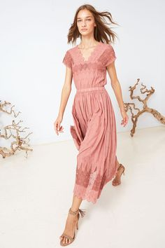 Step back into the Victorian age in this gorgeous frock ***This item will be shipping mid to late April****