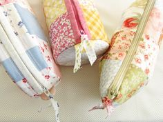Go to this site for a great tutorial on making these cute little cosmetic bags!