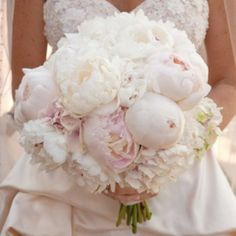 How to style your wedding like Marie Antoinette! (image via Style Me Pretty)