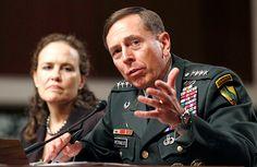 Ex-diretor da CIA é condenado por passar material confidencial à amante +http://brml.co/1Go8rg3