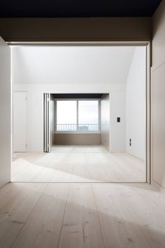 From a former bakery, a residential building has emerged that shows a minimalist furnishing and whose highlight is the plank floor. Minimalist Interior, Modern Interior Design, Interior Architecture, Floor Design, House Design, Nelson Homes, White Washed Floors, Refinishing Hardwood Floors, Loft Spaces