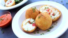 Smažené koule z kulatozrnné rýže plněné různými náplněmi jsou v Itálii obvyklé jako street food, ale připravují se i doma, když zbyde hotové risotto. Arancini, Meal Deal, Mozzarella, Baked Potato, Risotto, Tart, Muffin, Potatoes, Meals
