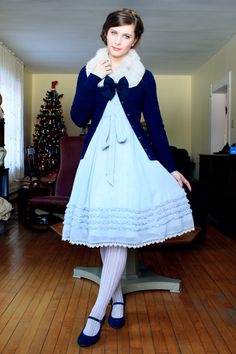 I am sorry for the lack of update; here is a Christmas Eve outfit. :)
