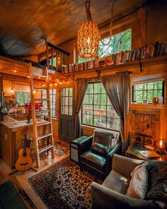 Life inside a cozy Vermont treehouse - Cozy & Comfy