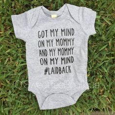 Got My Mommy On My Mind/ Baby Boy Onesies/ Boys Shirts/Laidback/ Grey Onesie/Boy Mom Habe meine Mama im Kopf / Baby Boy Onesies / von oSweetTEEBoutique Cool Baby, Unique Baby, Funny Baby Clothes, Funny Babies, Funny Boy, Babies Clothes, Baby Boys, Carters Baby, My Bebe