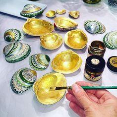 It's shinny in the studio today! Painting the underside of my pretty shells with 3 coats of #gold. #handpainted #handmade #paintedshells #paintedseashells #shells #seashells #beachshells #beach #ctmade #madeinconnecticut #fairfieldcounty #jenningsbeach #etsyartist #ooak #lovewhatido #prettyshells