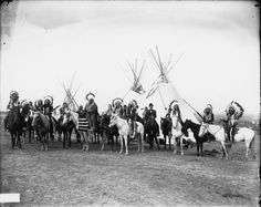Native Americans on horses 1908
