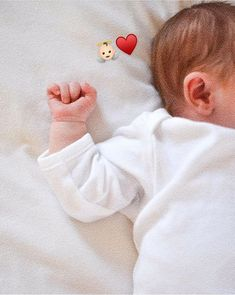 Cute Baby Girl Pictures, Cute Baby Boy, Cute Little Baby, Little Babies, Baby Love, Baby Kids, Cute Asian Babies, Cute Funny Babies, Cute Kids