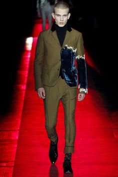 See the complete Haider Ackermann Fall 2017 Menswear collection.