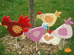 50 suprising garden art from junk design ideas for summer 05 bird crafts, w Bird Crafts, Wooden Crafts, Easter Crafts, Diy And Crafts, Chicken Crafts, Chicken Art, Wood Projects, Craft Projects, Projects To Try