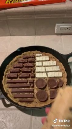 You Have To Try These Viral Tik Tok Dessert Recipes — Unforgettable Treats Yummy Snacks, Delicious Desserts, Yummy Food, Def Not, Food Videos, Cooking Videos, Cooking Classes, Cute Desserts, Cookies Et Biscuits
