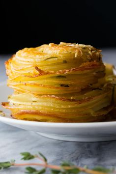 Herb and Garlic Potato Stacks (Video) Impress your guests with these herb and garlic potato stacks made in muffin tins! They are deceptively simple and SO incredibly tasty. Muffin Tin Recipes, Muffin Tins, Rosemary Potatoes, Tasty Videos, Potato Side Dishes, Vegetable Dishes, Gnocchi, Vegetable Recipes, Potato Recipes
