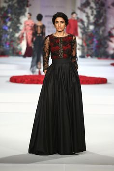 #ICW #ICW2015 #fdci #sunar #VarunBahl #designercouture #detailtherapy #weheartit #exquisite #saree #bridal #indianfashion #elegant #collection #wedding #rose #fleur #elegant #black #sheer #sexy #weheartit