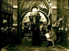 stw1910selig-oz-wicked-witch-dies.jpg 512×378 pixels
