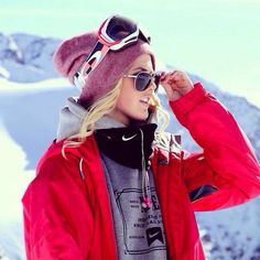 Want to know what to wear skiing ? find it in the photos below and get ideas for your own outfits! What to wear skiing 15 best outfits and packing lists What to wear skiing – a winter newbie's guide… Continue Reading → Snow Fashion, Winter Fashion, Silje Norendal, Ski Et Snowboard, Ski Ski, Behind Blue Eyes, Snow Outfit, Snowboarding Outfit, What To Wear Snowboarding