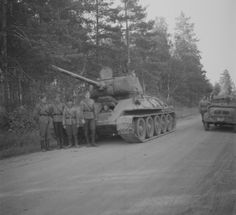 Captured T-34/85 by finns soldiers.