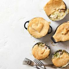 Mini chicken, leek and mushroom pies: Beat the winter chill with these deliciously creamy individual chicken, leek and mushroom pot pies. Easy to make and suitable for freezing when you're in need of a quick midweek meal Chicken And Mushroom Pie, Best Casseroles, Midweek Meals, Recipe Collection, Food Inspiration, Cooking Recipes, Pastry Recipes, Food To Make, Lunches
