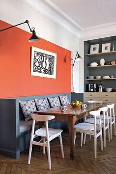 Kitchen wall decor: 10 ideas for inspired walls! Orange Dining Chairs, Orange Living Room Walls, Kitchen Wall, Living Room Color Schemes, Orange Home Decor, Home, Orange Kitchen Walls, Kitchen Wall Decor, Living Room Orange