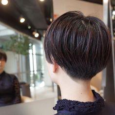 お客様スナップ いきなりバリカンは使わない。 ハサミで柔らかく、グラデーションをつけながら施す。 cut by @s.kagara #美容室 #カガラシュン #髪型 #ショート #ボブ #髪色 #カ - s.kagara Cool Short Hairstyles, Curled Hairstyles, Hairstyles Haircuts, Very Short Hair, Short Hair Cuts, Short Hair Styles, Love Hair, Great Hair, Dicker Pony