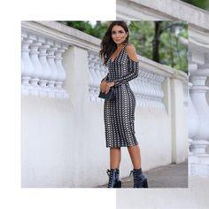 Bandage Dress com Brilho! A Top Influencer F🌟hits Lalá Noleto (@lalanoleto) confirmando o sucesso dos ombros à mostra e do brilho metalizado também para o dia! O comprimento midi arremata o charme do look! Inspiração do dia!💃❤️