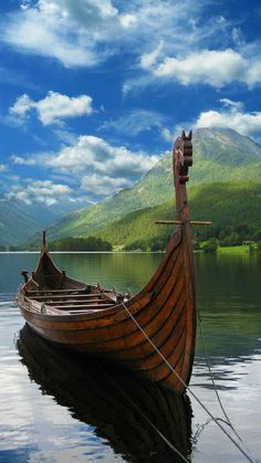 Viking Life, Viking Art, Viking House, Viking Longship, Viking Village, Old Sailing Ships, Viking Culture, Cool Boats, Viking Ship