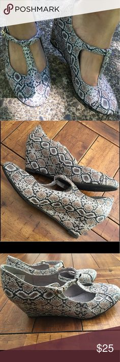 🔥Rocket dog snake skin print wedge sandal 🔥sale! Friday only! They'll be gone after Friday!These are seriously adorable! And they look great on too! Adds a little something to any outfit! Very eye catching print and look. In like new condition! Worn once.Make me an offer! 😀👍🏼 Rocket Dog Shoes
