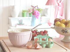 Heart Handmade UK: Pretty Pastel Shades and Spring Time Inspiration Shabby Chic Kitchen, Shabby Chic Homes, Shabby Chic Decor, Vintage Kitchen, Kitchen Dining, Kitchen Decor, Kitchen Stuff, Kitchen Tools, Kitchen Ideas