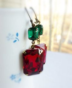 Red and Green Earrings | #christmas #fashion #style #holiday #xmasfashion #xmas